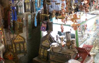 Bric a brac in Esfahans bazaar e bozorg
